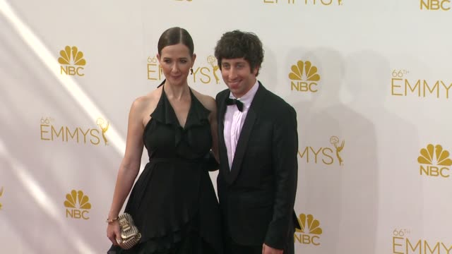 simon helberg and jocelyn towne 66th primetime emmy awards arrivals at nokia theatre la live on august 25 2014 in los angeles california - エミー賞点の映像素材/bロール