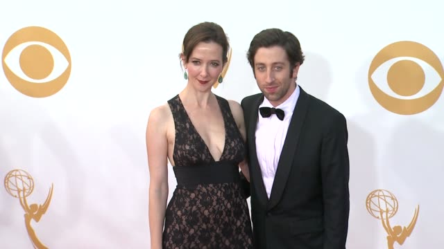 simon helberg and jocelyn towne at 65th annual primetime emmy awards arrivals simon helberg and jocelyn towne at 65th annual at nokia theatre la live... - annual primetime emmy awards stock-videos und b-roll-filmmaterial