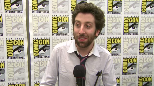 simon helberg on the fans at comiccon on if being here helps put a face to the fans and on what he's excited to see at the comiccon 2009 'big bang... - simon helberg stock videos and b-roll footage
