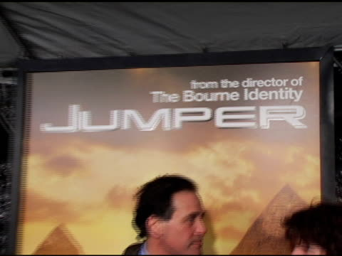 simon kinsberg at the 'jumper' premiere at ziegfeld theatre in new york new york on february 11 2008 - ジャンパー点の映像素材/bロール