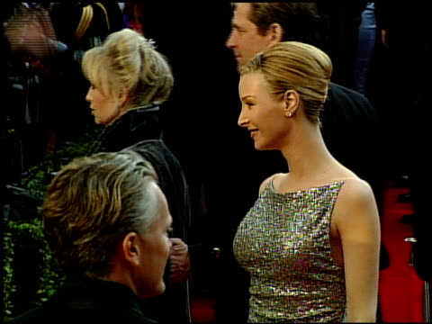 simon maccorkindale at the 1999 academy awards at the shrine auditorium in los angeles california on march 21 1999 - oscarsgalan 1999 bildbanksvideor och videomaterial från bakom kulisserna
