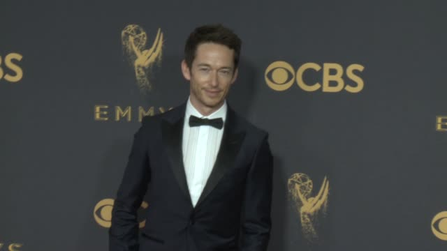simon quarterman at the 69th annual primetime emmy awards at microsoft theater on september 17, 2017 in los angeles, california. - annual primetime emmy awards stock-videos und b-roll-filmmaterial