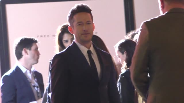 simon quarterman outside the westworld season 3 premiere at tcl chinese theatre in hollywood in celebrity sightings in los angeles - mann theaters stock videos & royalty-free footage