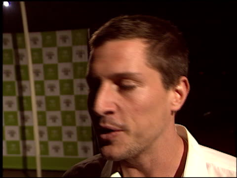 simon rex at the environmental media awards at ebell theatre in los angeles, california on november 5, 2003. - environmental media awards stock-videos und b-roll-filmmaterial