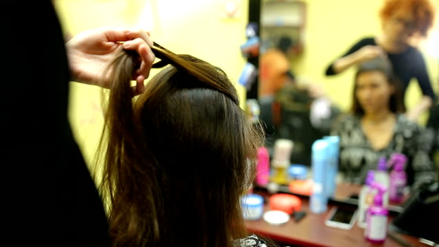 enkla flätad frisyr - småflätat hår bildbanksvideor och videomaterial från bakom kulisserna