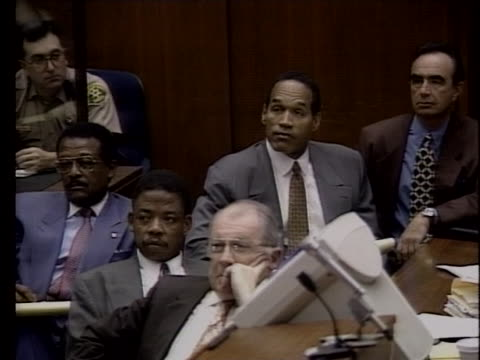 simpson and his defense team listen to the proceedings during his trial for the murders of his wife nicole brown simpson and ronald goldman. - ジョニー コクラン点の映像素材/bロール