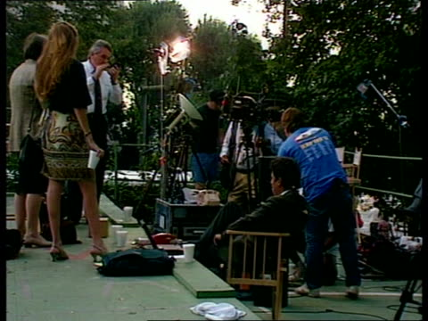 simpson trial begins:; c)naf usa: california: los angeles: ext media crews lining up for coverage of oj simpson trial ditto tv news vans parked tv... - o・j・シンプソン点の映像素材/bロール