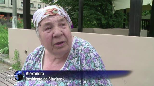 stockvideo's en b-roll-footage met sin agua ni electricidad y con una ciudad en ruinas los habitantes del bastion prorruso de slaviansk en el este de ucrania se sienten abandonados - agua