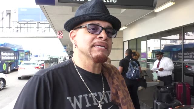 vídeos y material grabado en eventos de stock de interview sinbad talks about donald trump changes to united states while departing at lax airport in los angeles in celebrity sightings in los angeles - sinbad