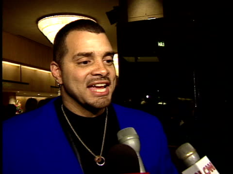 vídeos de stock, filmes e b-roll de sinbad talks to reporters about jack nicholson on red carpet - american film institute
