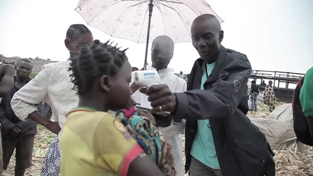 vídeos y material grabado en eventos de stock de since the ebola virus broke out in mbandaka a drc town 350 km away from bangui the ministry of health in collaboration with the world health... - ébola