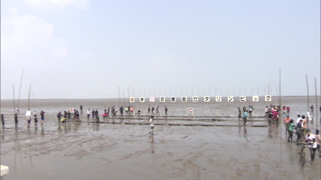 since the tideland of ariake sea has the largest tidal variation in japan gatalympics is an event held in this mudflats of the ariake sea kashima... - plank variation stock videos & royalty-free footage