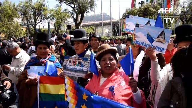 sindicatos de campesinos y empleados publicos de la capital boliviana celebraron que la corte internacional de justicia admitiera su jurisdicción en... - sindicatos stock videos & royalty-free footage