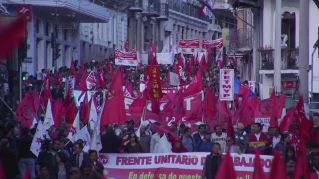 sindicatos de ecuador protestaron el jueves contra la corrupcion y el plan economico del presidente lenin moreno que elimina subsidios a los ante un... - sindicatos stock videos & royalty-free footage