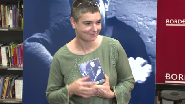 vídeos y material grabado en eventos de stock de sinead o'connor at the in-store appearance by sinead o'connor signing her new religious-themed 2-disc album 'theology' at borders books & music at... - borders books