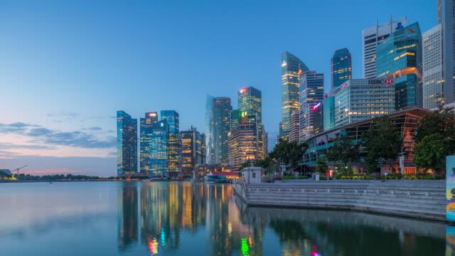 Singapour, 4 k Timelapse film nuit à Sunrise scène du Centre des affaires Skyline, Singapour de Singapour