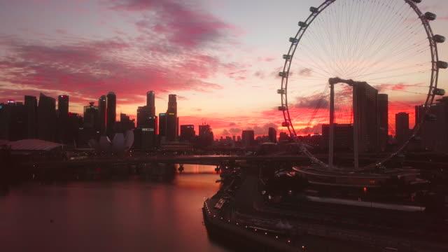 vídeos de stock e filmes b-roll de singapore city aerial view at sunset - avenida