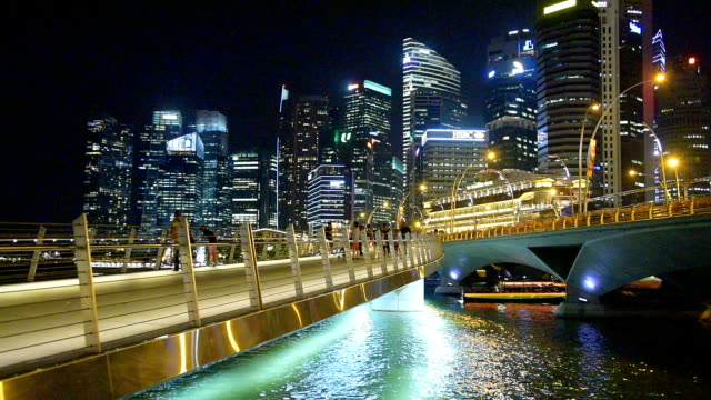 singapore city and people walking on the walkway in singapore city - helix bridge stock videos & royalty-free footage
