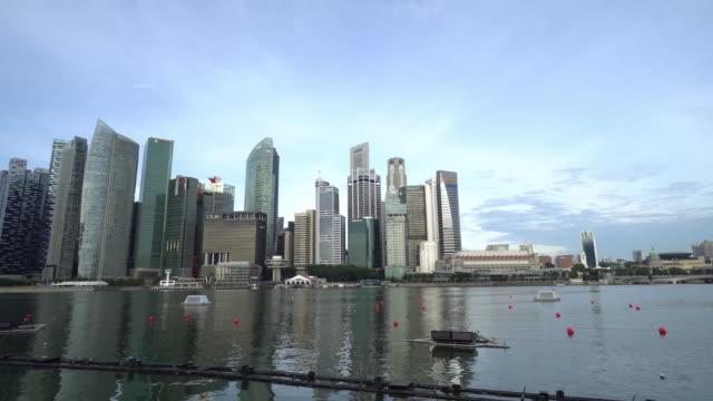 vídeos de stock e filmes b-roll de singapore downtown panning - singapura