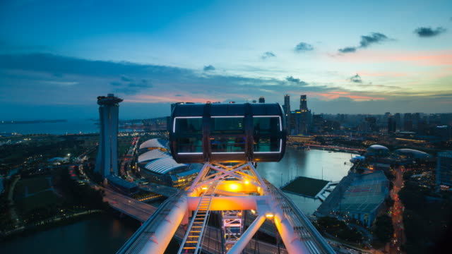 tl ws singapore flyer overlooking marina bay and singapore skyline - big wheel stock videos & royalty-free footage