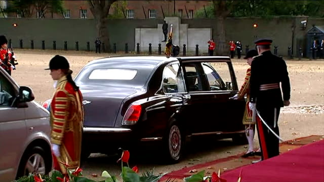 singapore president state visit to britain day 1 horseguards parade soldiers stand to attention as national anthem played sot and royal cars arrive /... - state visit stock videos & royalty-free footage