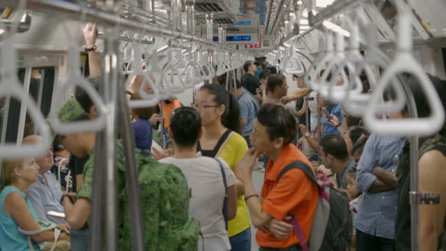 singapore, singapore - november 6 2018: commuters ride inside a speeding mrt subway train - republik singapur stock-videos und b-roll-filmmaterial