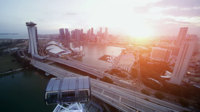 vidéos et rushes de ts tl singapore skyline at sunset - singapour
