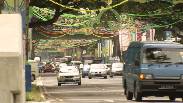ms singaporean street with muslim ramadan decorations / singapore - ラマダン点の映像素材/bロール