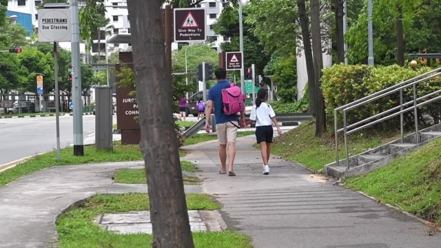 singapur que encabeza las listas mundiales en calidad de educacion lanzo una reforma para tratar de reducir el estres en las escuelas dado el enorme... - numero stock videos & royalty-free footage