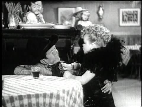 vídeos y material grabado en eventos de stock de 1938 montage singer and pianist performing in the film 'terror of tiny town' in a saloon / united states - enano