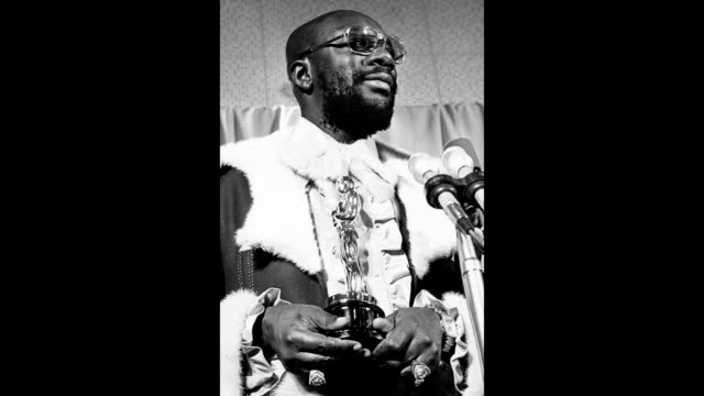 singer and songwriter isaac hayes poses for a portrait holding his oscar backstage at the 44th annual academy awards which were held at the dorothy... - songwriter stock videos & royalty-free footage