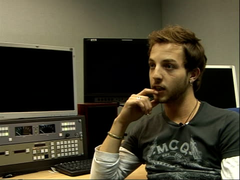 singer james morrison interview; - not sure about doing any festivals/ too busy at the moment - on doing olympic concert/ surprised to have been... - cantante video stock e b–roll