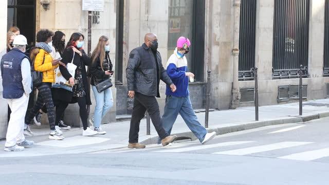 singer justin bieber strolls on march 1, 2021 in paris, france. - ジャスティン・ビーバー点の映像素材/bロール