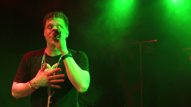 vídeos de stock e filmes b-roll de singer performing on stage at a concert in a club - hip hop