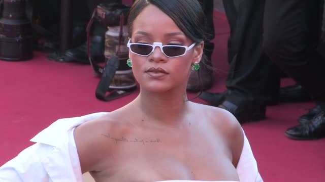 vídeos de stock, filmes e b-roll de singer rihanna rocks the red carpet for the premiere of okja at the cannes film festival 2017 friday 19th, may 2017 - cannes, france - cannes