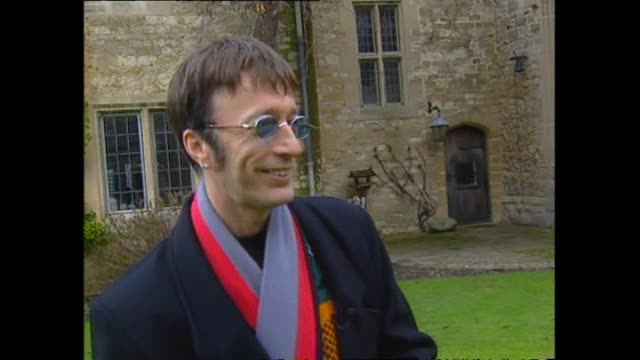 vídeos de stock e filmes b-roll de singer robin gibb at his home in oxfordshire united kingdom in grounds of 17th century monastery and speaking of star chamber where joan of arc was... - terreno