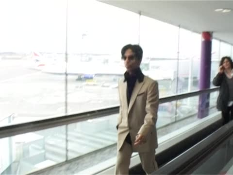 singer songwriter prince walks briskly through heathrow after arriving for a public appearance. wears neat suit and walks with hands in pocket /... - prince stock videos & royalty-free footage