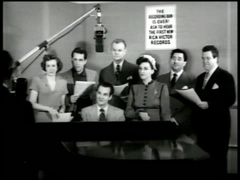 singers fran warren amp perry como standing w/ musical score notes lawrence tibbett amp marilyn cotlow rca victor - war in afghanistan: 2001 present stock-videos und b-roll-filmmaterial