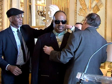 stockvideo's en b-roll-footage met us singersongwriter stevie wonder has been awarded one of france's top cultural honours in an emotional speech he dedicated the commander of arts and... - arts culture and entertainment