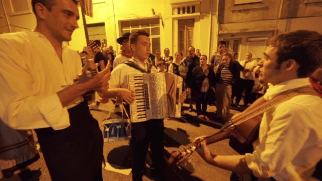 vídeos y material grabado en eventos de stock de singing and dancing at nighttime traditional festival - portugal - acordeonista