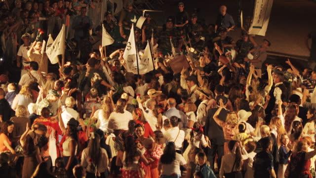 vídeos y material grabado en eventos de stock de singing and dancing at nighttime traditional festival - portugal - menos de diez segundos