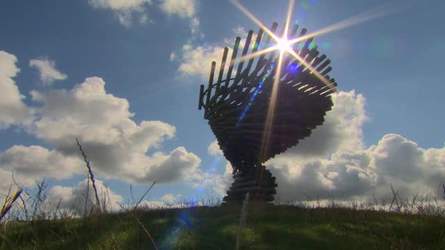 singing ringing tree sculpture in south pennines park, burnley - sculpture stock-videos und b-roll-filmmaterial