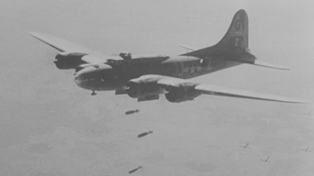 stockvideo's en b-roll-footage met ms pov aerial single b17 dropping bombs  - tweede wereldoorlog
