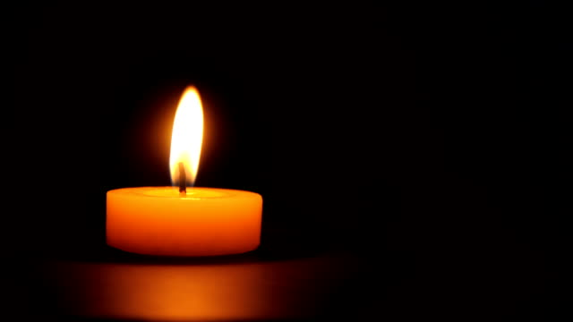 stockvideo's en b-roll-footage met single candle burning-loopable - enkel object
