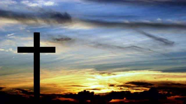 single cross with setting or rising sun in background. - cristianesimo video stock e b–roll