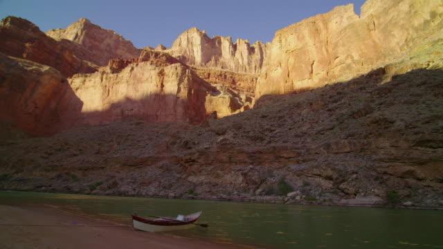 WS PAN Single dory/boat on shore in Grand Canyon on beach / Grand Canyon, Arizona, USA
