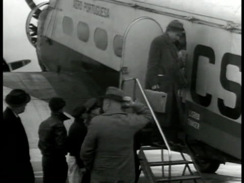single engine commercial airplane taxiing ms passengers exiting airplane via side stairs ground crew man pushing airplane stairs cu airplane tail... - flugpassagier stock-videos und b-roll-filmmaterial