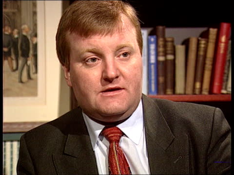 single european currency referendum downing street kenneth clarke mp out of no 10 along past policeman pan rl to no 11 lms major emerging from no 10... - kenneth clarke stock-videos und b-roll-filmmaterial