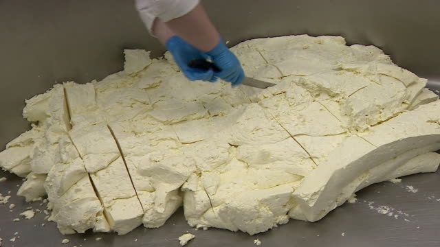 single gloucester cheese being made - protezione video stock e b–roll