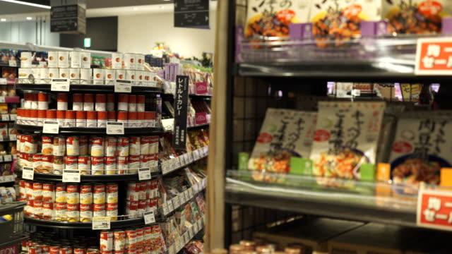 一人の男のショッピングカート ショッピング - スーパーマーケット点の映像素材/bロール